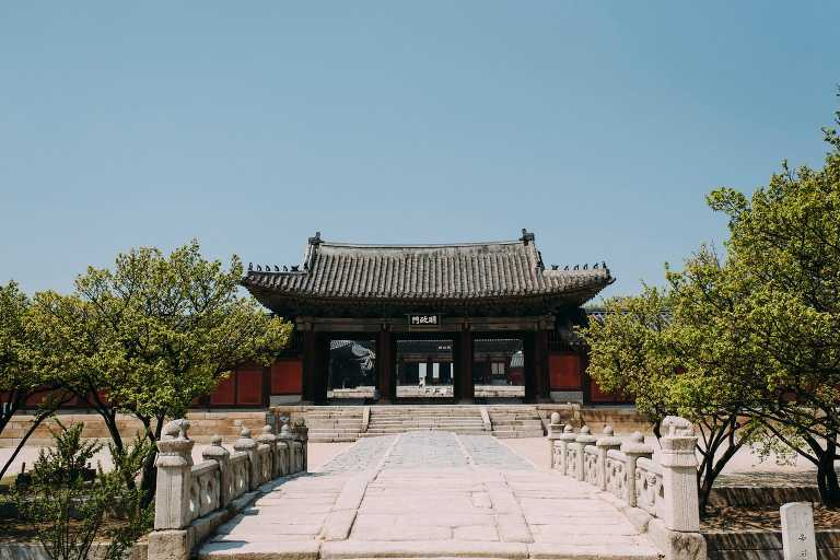 Engagement at Changgyeonggung Palace